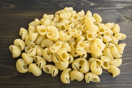 Italian Pasta Pipe Rigate on a wooden background. Standard-Bild - 102685975