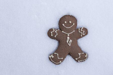 Gingerbread Man  in the Snow. Standard-Bild