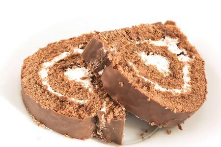 Sponge Cake Chocolate Roll on a Plate. Standard-Bild