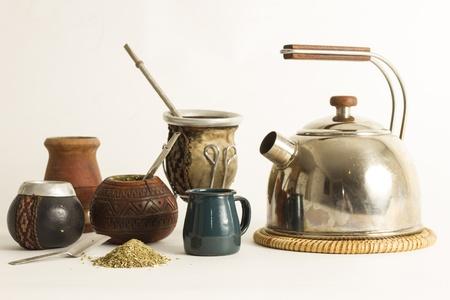 yerba mate: Detalle de mate y yerba mate, bebida tradicional