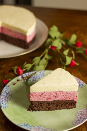 cake background: Chocolate mousse cake and strawberries with remaining cake background Stock Photo