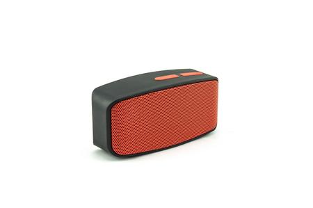 Bluetooth Lautsprecher auf weißem Hintergrund. Standard-Bild - 84277809