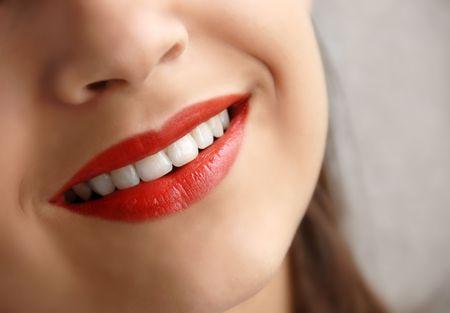labios rojos: ni�a bonita labios rojos sonrientes de cerca