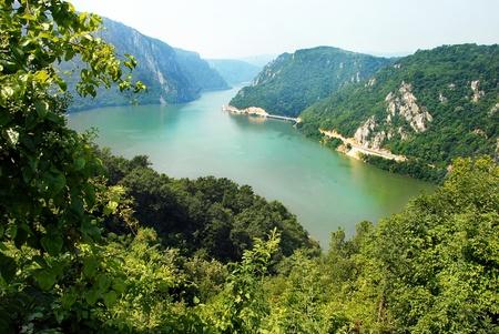 puertas de hierro: Valle del Danubio Veliki Kazan en la frontera con Serbia y Rumania