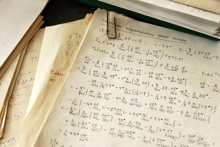 quantum: natuurkunde formules en berekeningen op papier, quantum hydrodynamica van een enkel deeltje Stockfoto