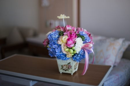 get up: Well wishes, get well soon flower bouquet for a patient in the hospital Stock Photo