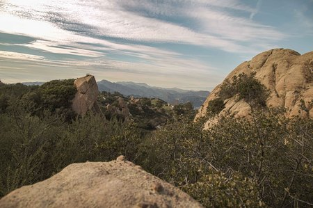 los angeles county: View from backbone hiking trail with large boulders, in Los Angeles County, Malibu, California Stock Photo