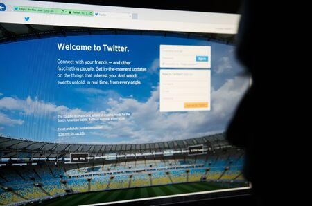 microblogging: Face looking at Twitter - social networking and microblogging site