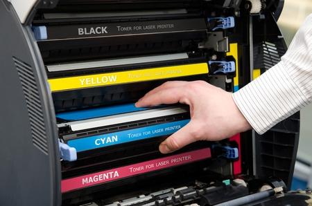 Man puts toner in the printer Foto de archivo