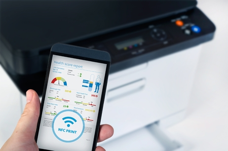 hp: Wireless easy printing with Near Field Communication technology. NFC devices in office Stock Photo
