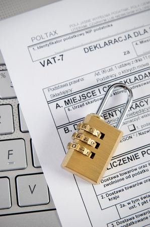 fiscal: Tax office controls business through the Internet. Electronic fiscal control file