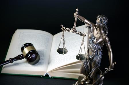 constitucion: Concepto de la ley con Temis, símbolo de la justicia. justicia ley abogado Themis escala abogado concepto de libro legal