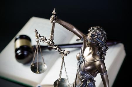 abogado: Concepto de la ley con Temis, símbolo de la justicia. justicia ley abogado Themis escala abogado concepto de libro legal