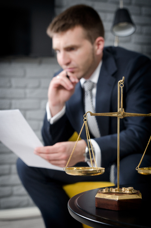Weight scale of justice, lawyer in background. lawyer document agreement attorney scales authority background balance concept Stockfoto