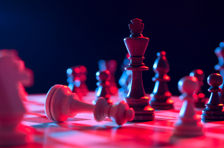 tablero de ajedrez: Chess financial business strategy concept. King on the chessboard