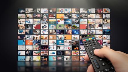 Koncepcja transmisji strumieniowej wideo w telewizji. Media TV Technologia wideo na żądanie. Serwis wideo z internetowymi pokazami multimedialnymi, seriale. Cyfrowa ściana kolażu abstrakcyjnej kompozycji ekranu Zdjęcie Seryjne