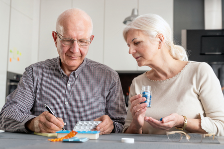 Senior couple talking about their medicines. Elderly people health care concept Zdjęcie Seryjne