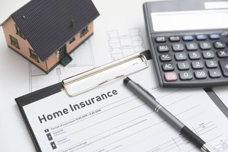 Home insurance form on the table. Assurance and home safety concept. Zdjęcie Seryjne - 125165522