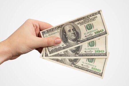 Ręka trzyma banknoty USD. Koncepcja waluty amerykańskiej, wynagrodzenia lub pożyczki, ręcznie na białym tle