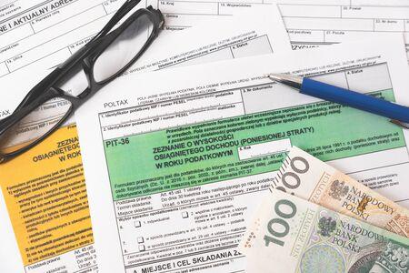 Modulo fiscale polacco. Finanza, reddito fiscale, concetto di insediamenti Archivio Fotografico