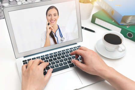 Doctor video chat consultation. Telemedicine or telehealth concept. Imagens