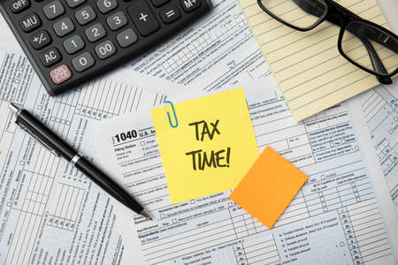 Tax time concept. US tax form, tax income, tax refund concept Imagens