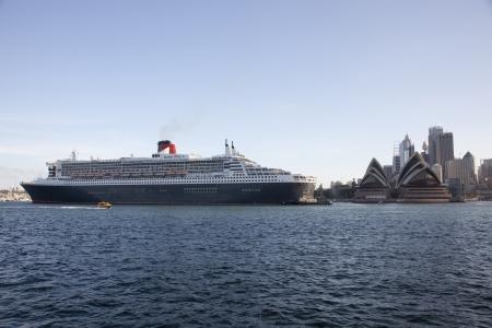 queen's theatre: Queen Mary II Cruise Ship In Sydney Harbour