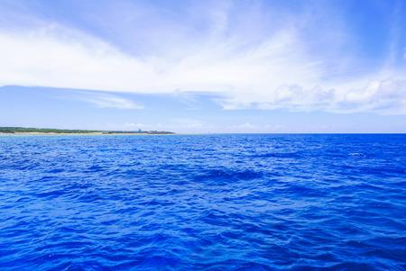 Océano azul  Foto de archivo - 41513493