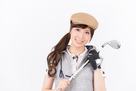 젊은 여자 골프 선수 웃 고에 격리 된 흰색 배경.