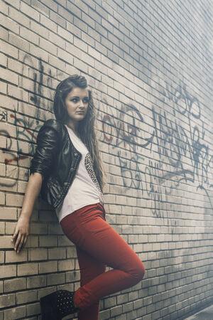 estilo urbano: hermosa chica de estilo urbano