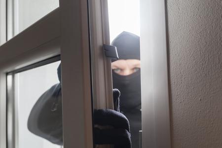 バックドアで強盗