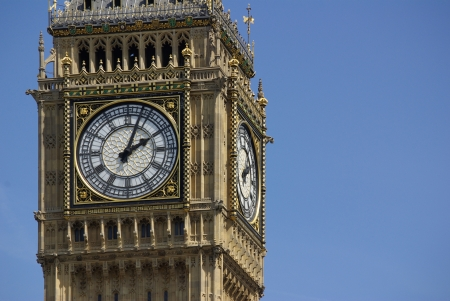 ondon: Big Ben in London in England on the blue background