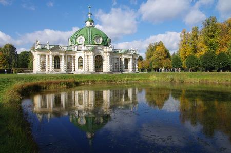 kuskovo: MOSCOW, RUSSIA - September 28, 2014: View of the Kuskovo estate in autumn day Editorial