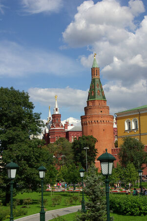 arsenał: MOSCOW, RUSSIA - August 23, 2014: View of the Corner Arsenal Tower of Moscow Kremlin from the Alexander Garden