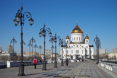 patriarchal: MOSCOW, RUSSIA - March 16, 2015: Patriarchal Bridge and The Cathedral of Christ the Saviour in spring day Editorial