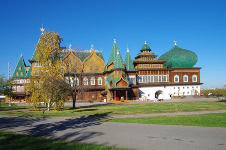 tsar: MOSCOW, RUSSIA - October 21, 2015: Palace of Tsar Alexei Mikhailovich in Kolomenskoye in autumn day Editorial