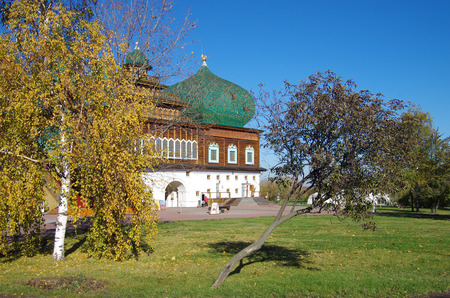 tsar: MOSCOW, RUSSIA - October 21, 2015: Palace of Tsar Alexei Mikhailovich in Kolomenskoye in autumn day Editorial
