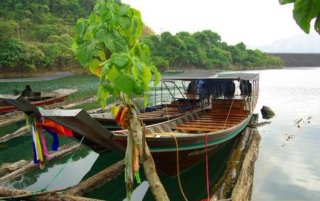 kao sok: SURAT THANI, THAILAND - January 19, 2014: Ratchaprapha Dam in Khao Sok National Park Editorial