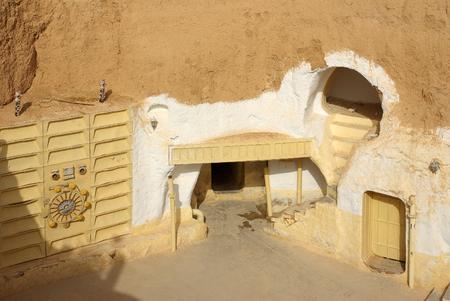 """wojenne: Tunezja, Afryka - 03 sierpnia 2012: Dekoracje do filmu """"Gwiezdne wojny"""""""
