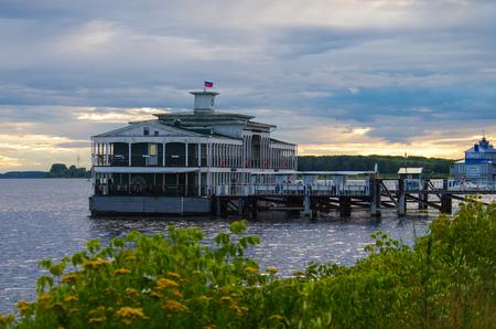 KOSTROMA, RUSSIA - July, 2016: Small marina in Kostroma on the Volga river 新聞圖片