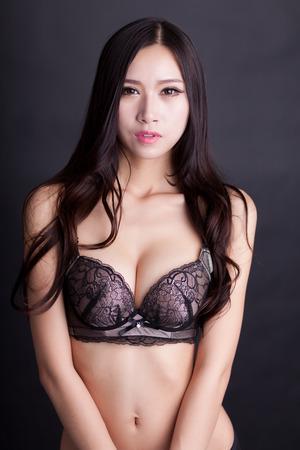 ni�as chinas: Mujer el uso de sostenes Sexy Chinese Foto de archivo