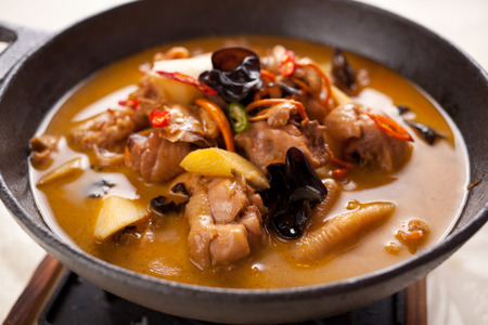 chinese wolfberry: Chinese traditional braised chicken, contains a variety of herbs, ginseng, Chinese wolfberry, Chinese angelica, saffron