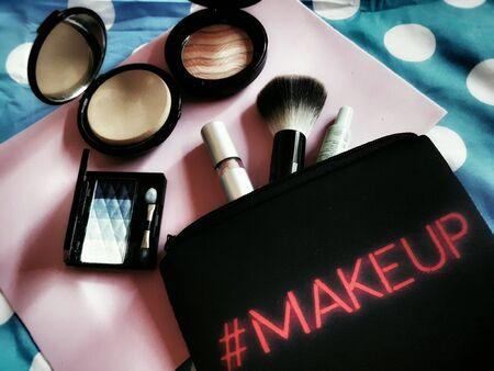 eye: Cosmetic bag
