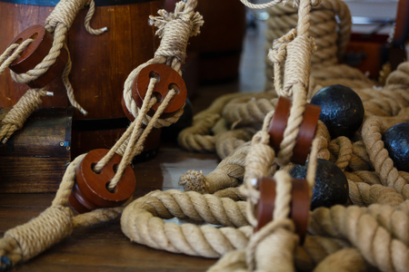 poleas: Ancient wooden sailboat pulleys and ropes detail wooden ship tool