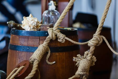 poleas: Antiguas poleas de madera de velero y cuerdas de detalle barco de madera herramienta