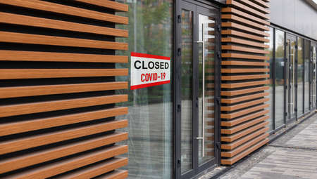 Sorry we are closed sign board hanging on door of cafe. High quality photo Foto de archivo