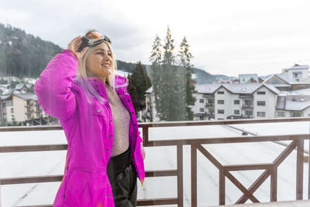 Young happy woman in snowy mountains. Winter sport vacation. Standard-Bild