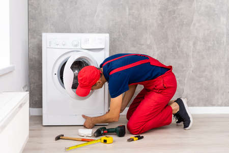 Master repairs the broken washing machine