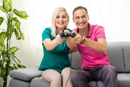 Couple playing video games at home Archivio Fotografico