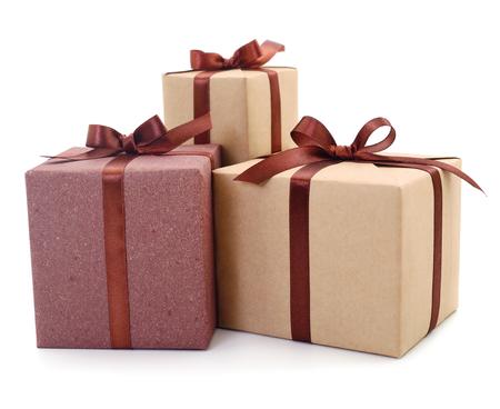 Scatole regalo, regali su uno sfondo bianco isolato. Vacanza. San Valentino. Festa della Donna. festa della mamma.